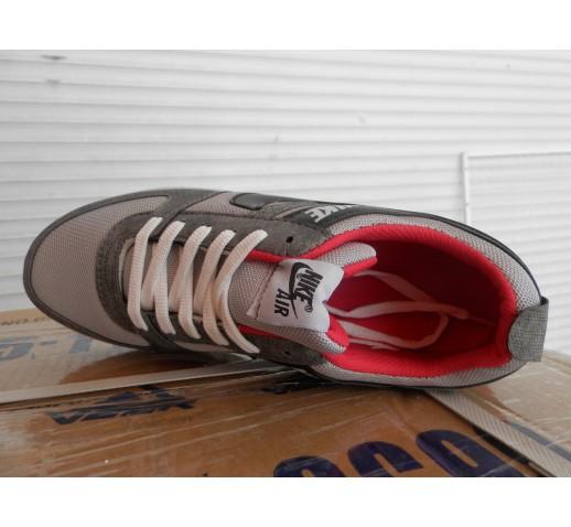 Кроссовки Nike подростковые